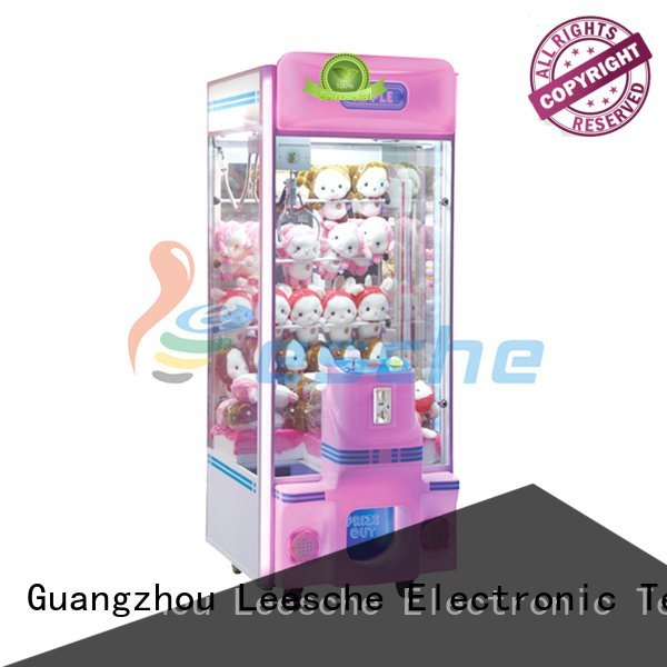 claw arcade game master the claw machine Leesche